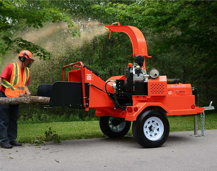 Demonstration of the Grizzly wood chipper